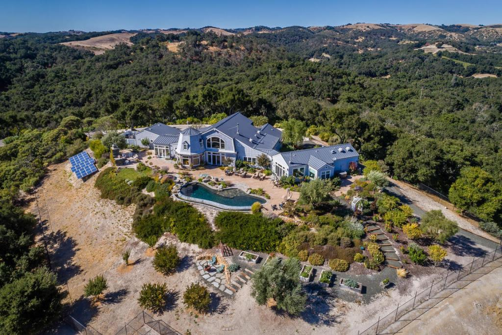 Templeton Luxury Home & Vineyard For Sale - Pond / Views - Paso Robles AVA Wine Country